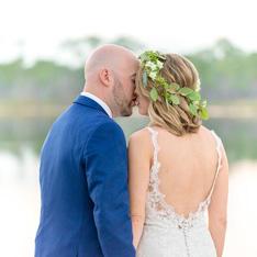 romantic wedding couple kiss Instagram button for Destin, Florida photography